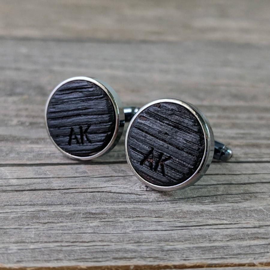 Свадьба - Groomsmen Cufflinks Crafted from a Bourbon Barrel / Personalized Groomsmen Gifts / Custom Cufflinks / Groomsmen Gift / Personalized Gift