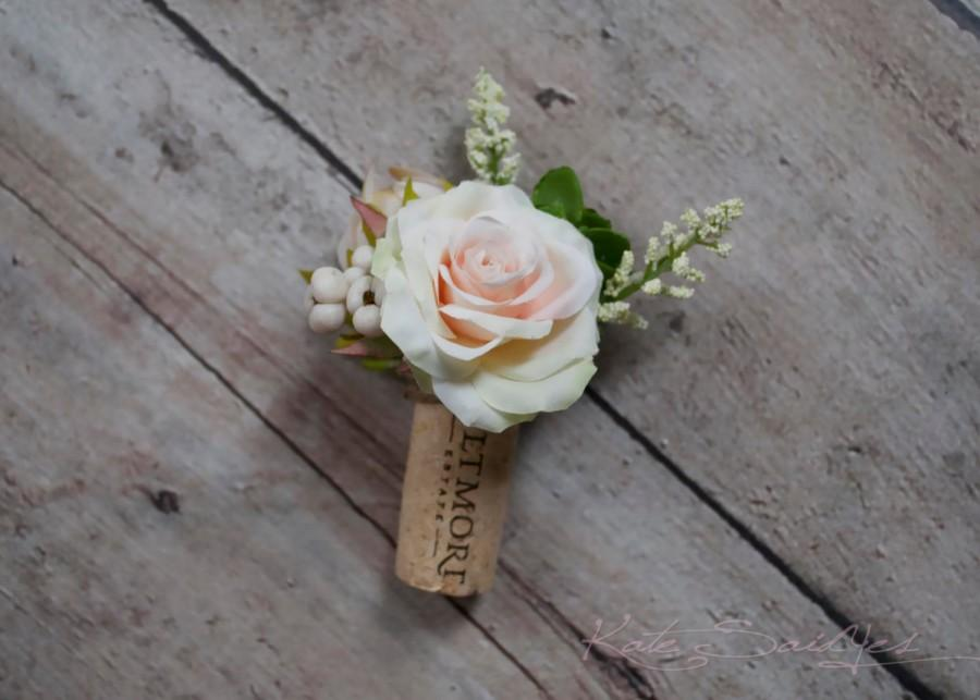 Mariage - Wine Cork Boutonniere - Peach Rose and Succulent Boutonniere with Berries