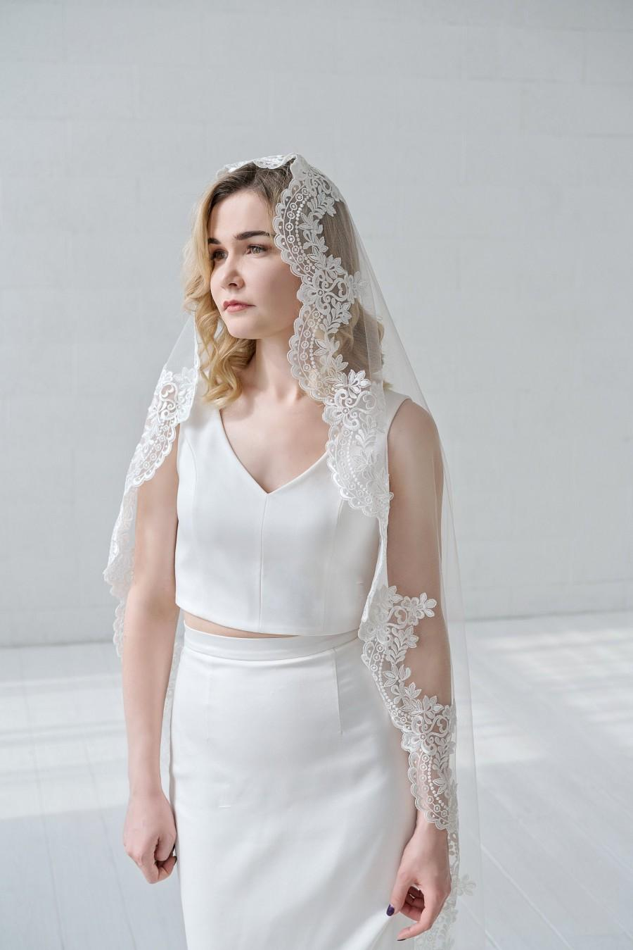 Hochzeit - Maria - mantilla veil with lace edge / lace edge veil / face framing veil / traditional bridal veil / catholic veil / ivory wedding veil