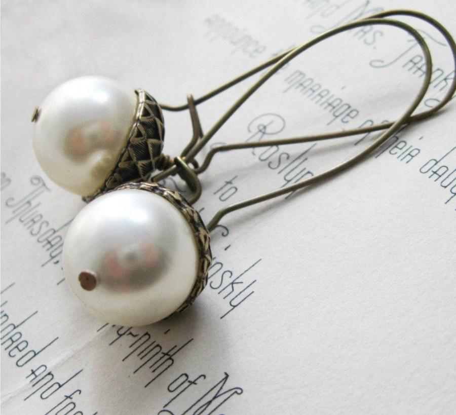 Свадьба - Pearl Acorn Earrings, Pearl Earrings, Dangle Earrings, Acorn Jewelry, Winter Wedding, Autumn Jewelry