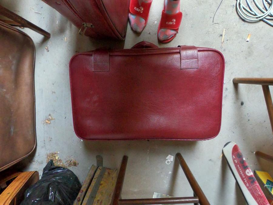 زفاف - Old retro leather suitcase