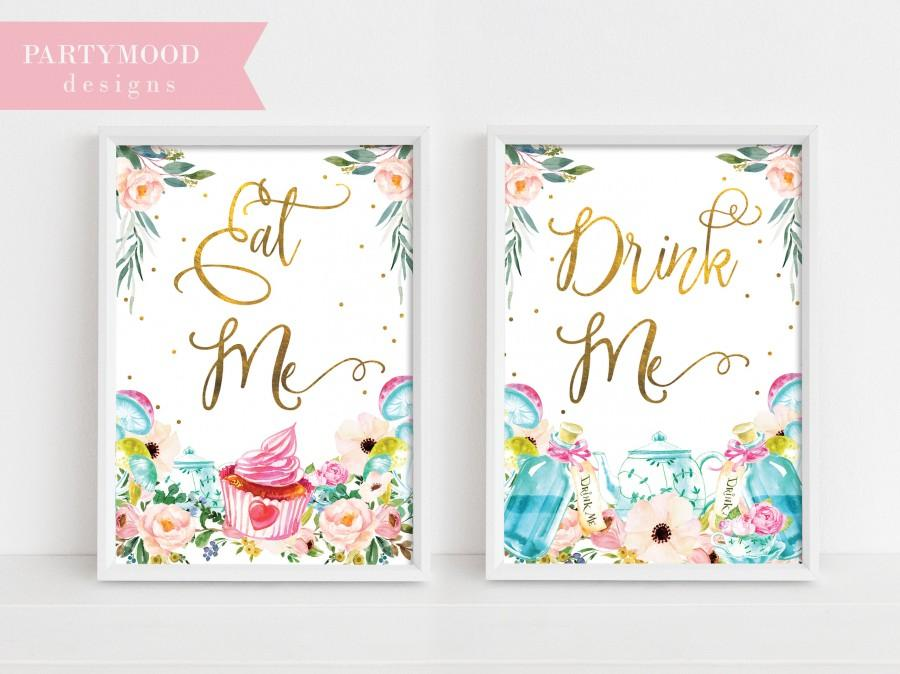 Свадьба - Alice In Wonderland Party Signs, Decor Onederland Girl's 1st Birthday Party Invitation, Mad Tea Party, Decoration Eat me Drink me party sign