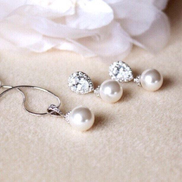 Свадьба - Pearl Bridal Jewelry Set, Wedding Jewelry Set For Brides, Classic Swarovski Pearl Jewelry Set, Bridesmaid Gift Set, Bridal Set S107