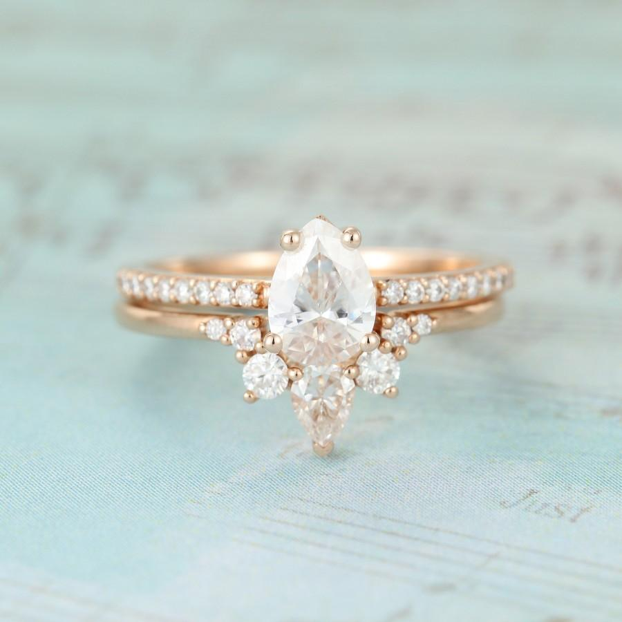 Mariage - 2PCS Rose gold Engagement ring set Pear shaped moissanite engagement ring for women Unique wedding Bridal Promise Anniversary gift for her