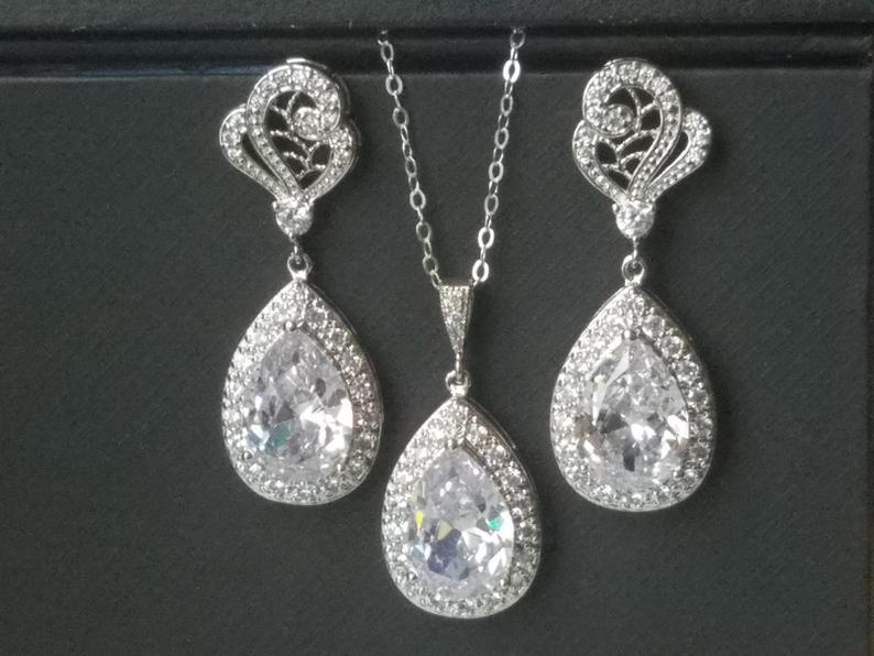 Свадьба - Bridal Crystal Jewelry Set, Wedding Cubic Zirconia Halo Set, Teardrop Earrings&Necklace Set, Bridal CZ Jewelry, Wedding Sparkly Crystal Set