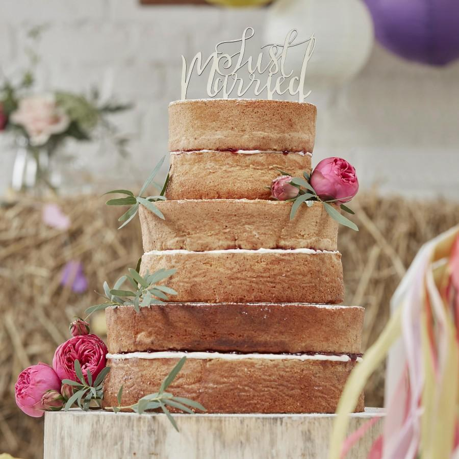 Свадьба - Wooden Just Married Cake Topper, Wooden Cake Decorations, Wedding Cake Decorations, Rustic Wedding