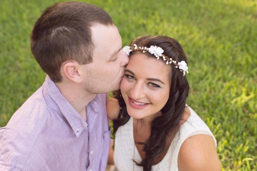 Свадьба - BLOSSOM White Flower Bridal Headpiece, Wedding crown, Floral crown, flower tiara, Whimsical floral hair band, woodland Crown