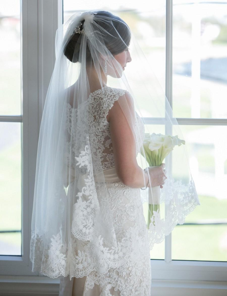 Mariage - Custom fingertip length veil with lace border