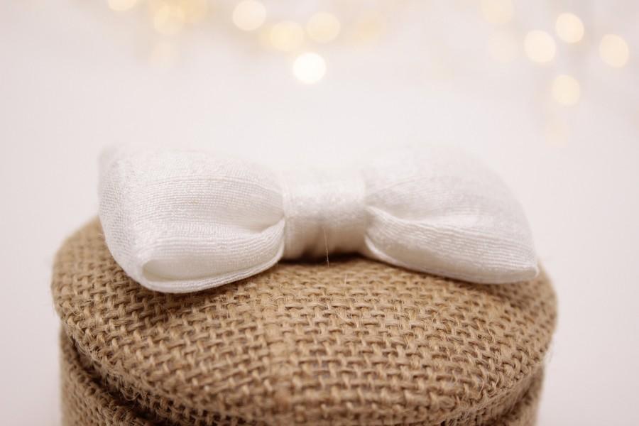 Mariage - Wearing a burlap wedding ring, fluffy knot in beige silk.