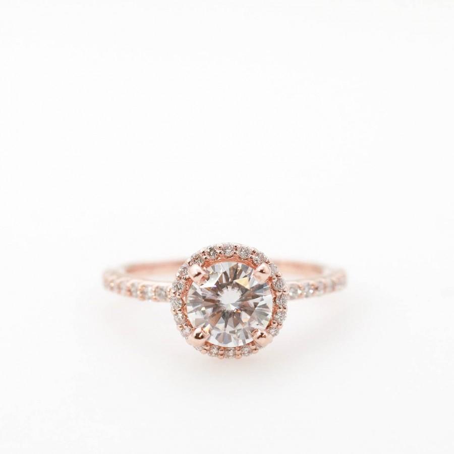 Wedding - Moissanite Engagement Ring // Diamond Halo Engagement Ring // Round Moissanite
