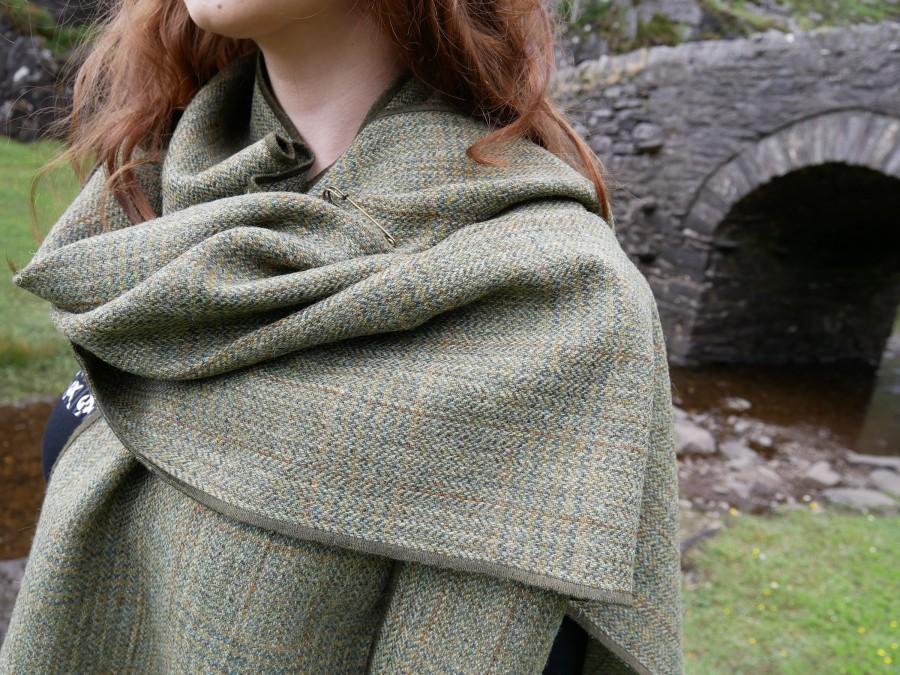 Hochzeit - Irish tweed shawl, oversized scarf, stole - green plaid, tartan, check - 100% wool - hand fringed - ready for shipping - HANDMADE IN IRELAND