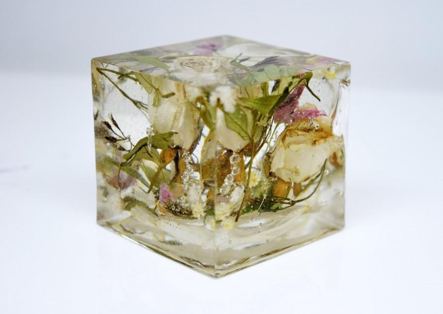 Hochzeit - Resin cube shape. Wedding bouquet preservation, flower preservation keepsake