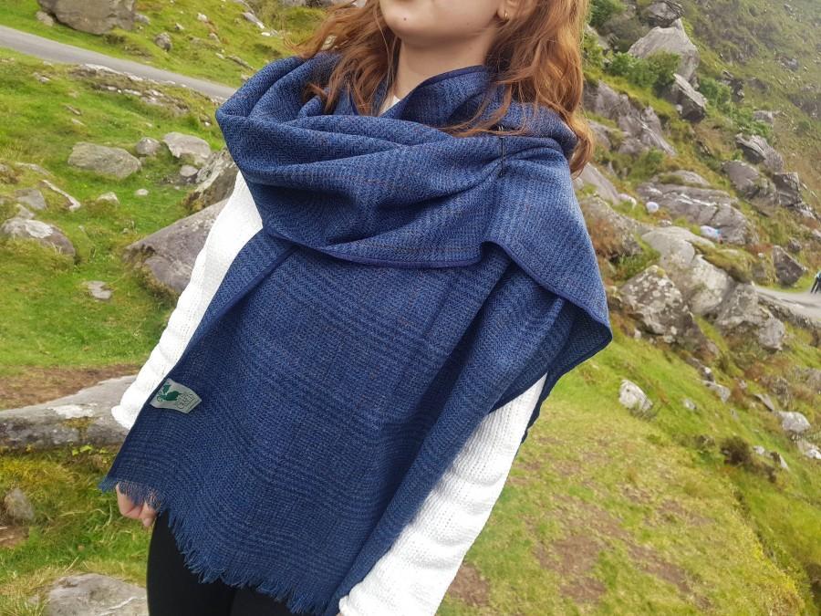 Hochzeit - Irish tweed shawl, oversized scarf, stole - blue/navy plaid, tartan, check - 100% wool - hand fringed - HANDMADE IN IRELAND