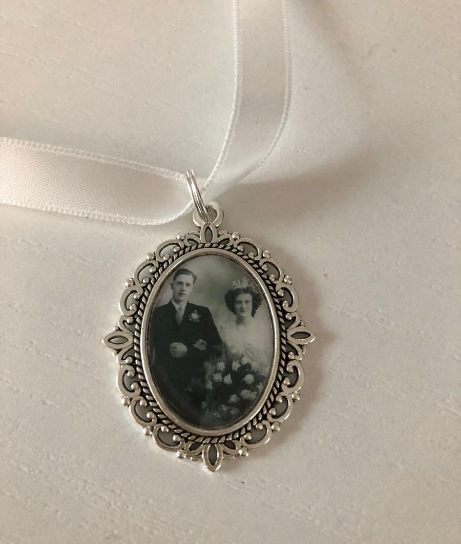 Wedding - Memory remembrance bouquet charm, locket, brooch personalised with any photo. Oval shape keepsake with ribbon. Wedding flower Bride Ideas