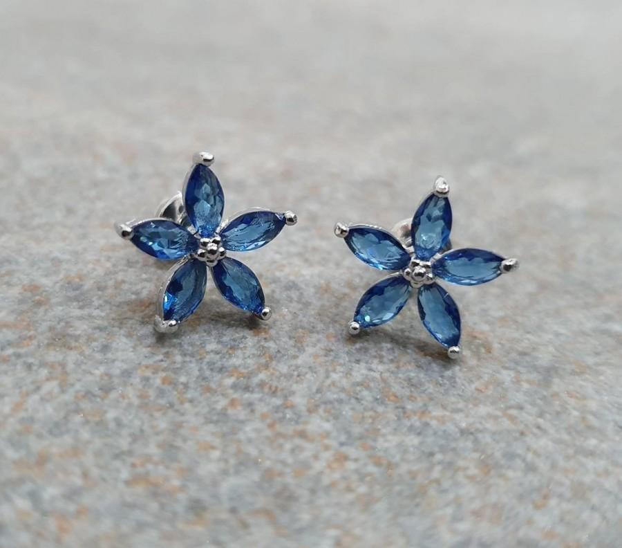 Wedding - Blue Flower earrings. Large 10mm 925 silver plated stud earrings. Large flower earrings. Swarovski crystal stone earrings.