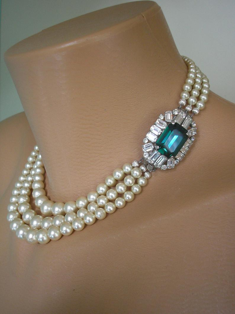 Hochzeit - Emerald And Pearl Necklace, Vintage Pearl Choker, Pearl Bridal Necklace, Green Rhinestone Jewelry, Statement Necklace, Wedding Jewelry, Deco