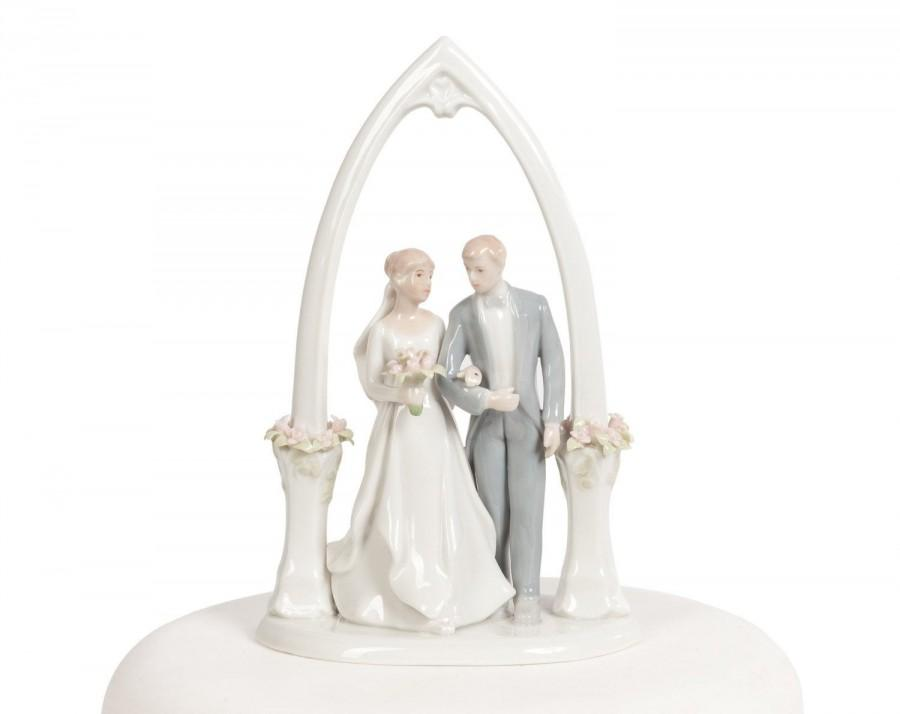 Hochzeit - Newly Wed Bride and Groom Cake Topper - 707565