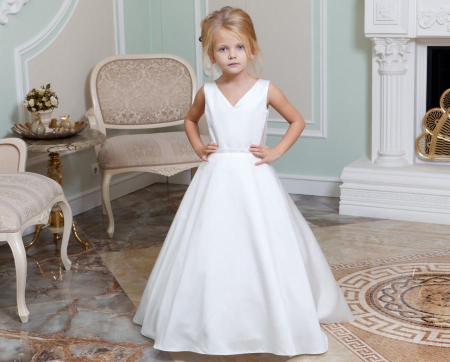Hochzeit - Ivory Flower Girl Dress with train Junior bridesmaid dress Lace dress Baby girl dress Tulle dress Wedding girl dress Tutu flower girl dress