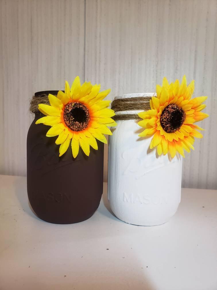 Свадьба - Rustic Sunflower Mason Jar Decor