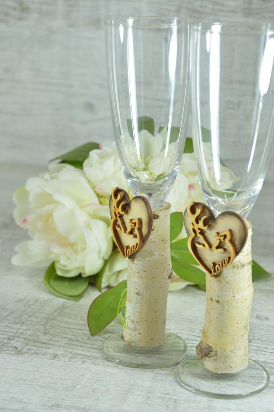 Mariage - Wedding champagne flutes, country wedding glasses, his doe her buck flutes,hunting glasses,deer champagne glasses,camo wedding,toast glasses