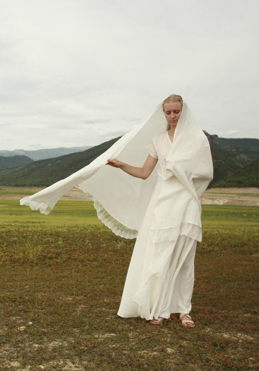Свадьба - Warm white linen shawl with lace trim, 3 meters long half circle shawl