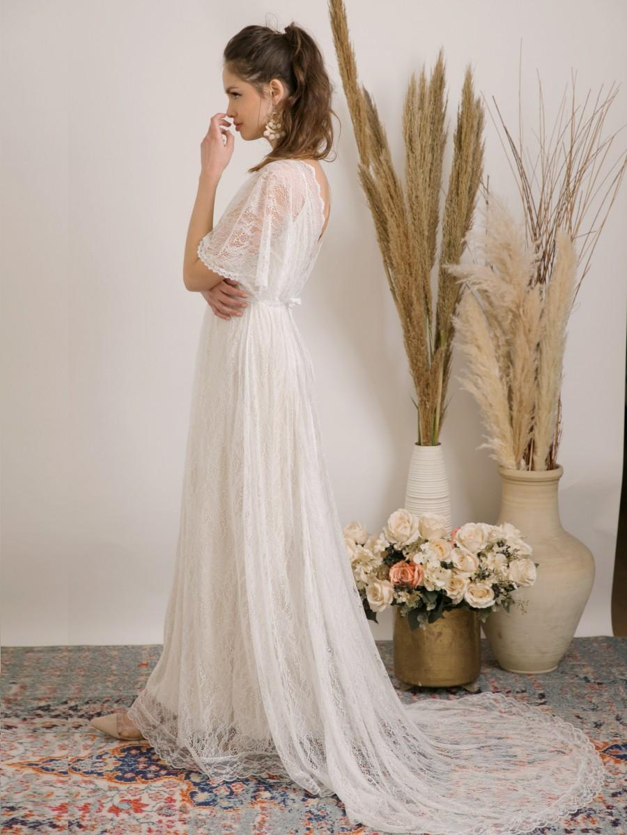 Mariage - Bohemian wedding dress handmade from delicate lace and golden lining. comfortable, luxurious and effortlessly beautiful lace wedding dress.