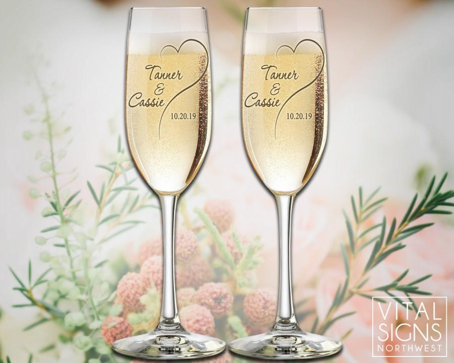 Mariage - Personalized champagne flutes, champagne glasses, Toasting glasses, wedding toasting glasses, Mr and Mrs, wedding, By To VitalBridalKeepsake