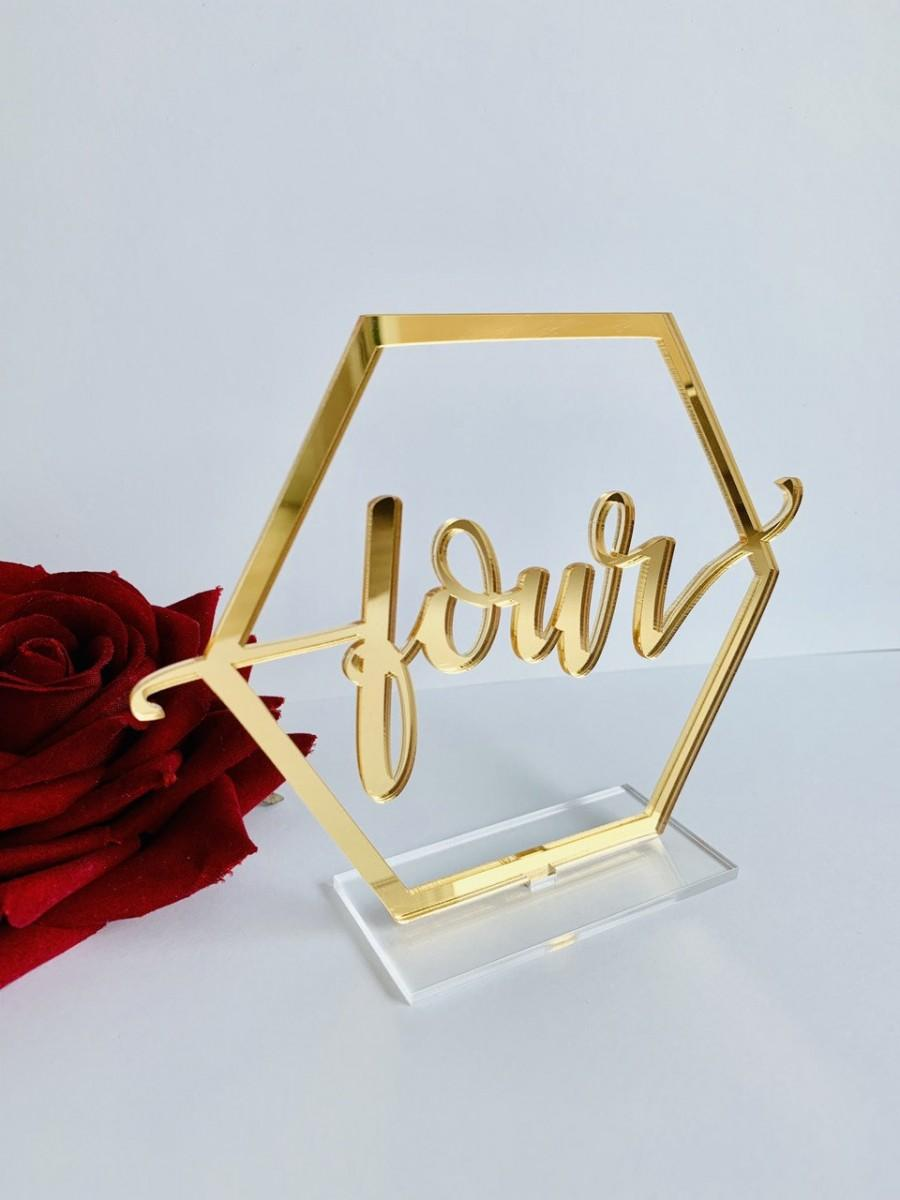 "زفاف - Gold Mirror Acrylic Table Numbers-Wedding Table Decor- Table Numbers  with base -Please Send your phone number in the ""NOTE to the seller"""