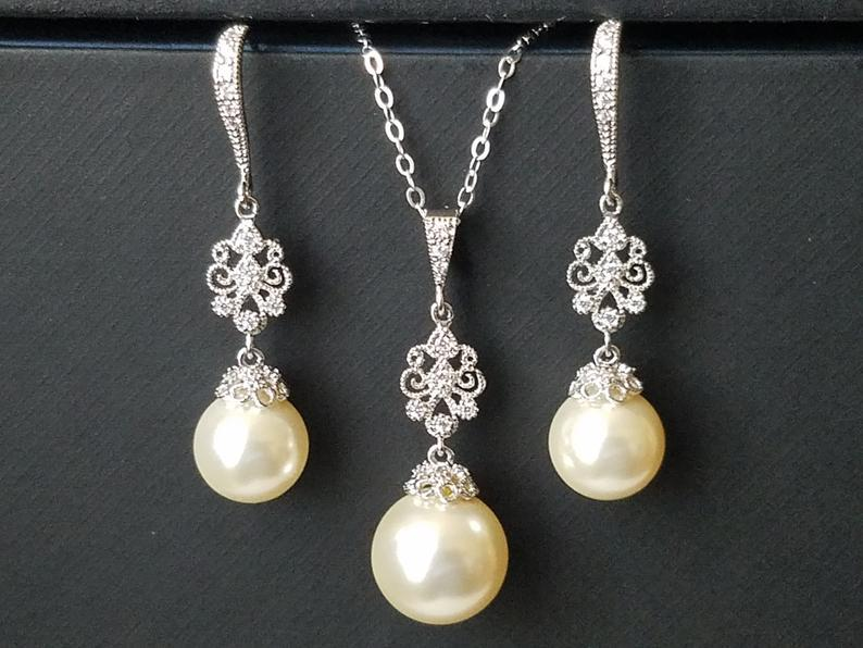 Mariage - Pearl Bridal Jewelry Set, Swarovski Ivory Pearl Silver Earrings Necklace Set, Pearl Chandelier Earrings, Ivory Pearl Pendant Wedding Jewelry
