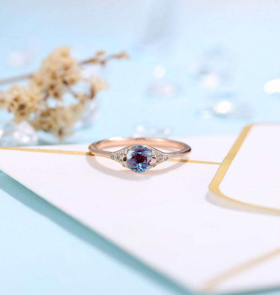 Hochzeit - Vintage Alexandrite Engagement ring rose gold Ring