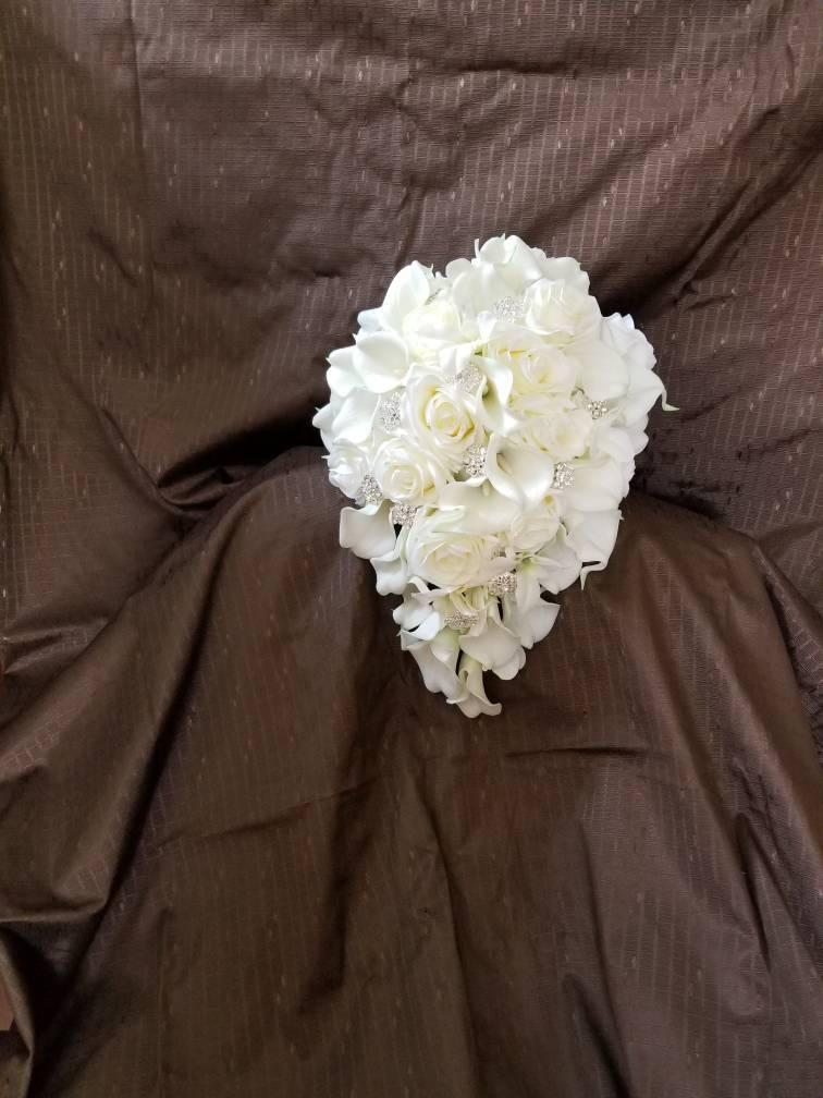 Свадьба - Ivory, cream cascading bridal bouquet, real touch calla lily, rose, orchid cascade bride bouquet with artificial flowers