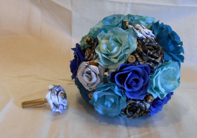 Свадьба - Mossy Oak Camo True Timber Blue Camo Blue Silk Flowers Bullet Bouquet
