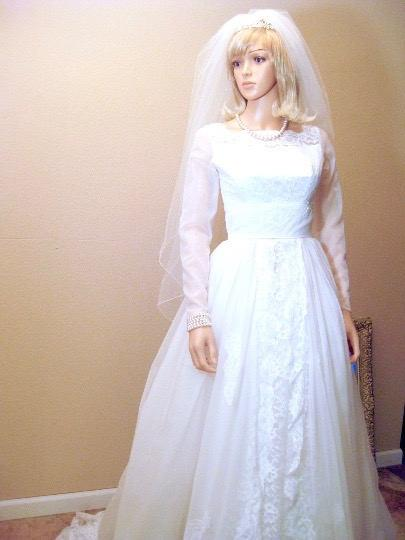 Wedding - 50s Mad Men Wedding Gown Size XXS. Vintage White Lace Bridal Gown. Grace Kelly Wedding Dress. Long Sleeve Modest Full Skirt Princess Bride