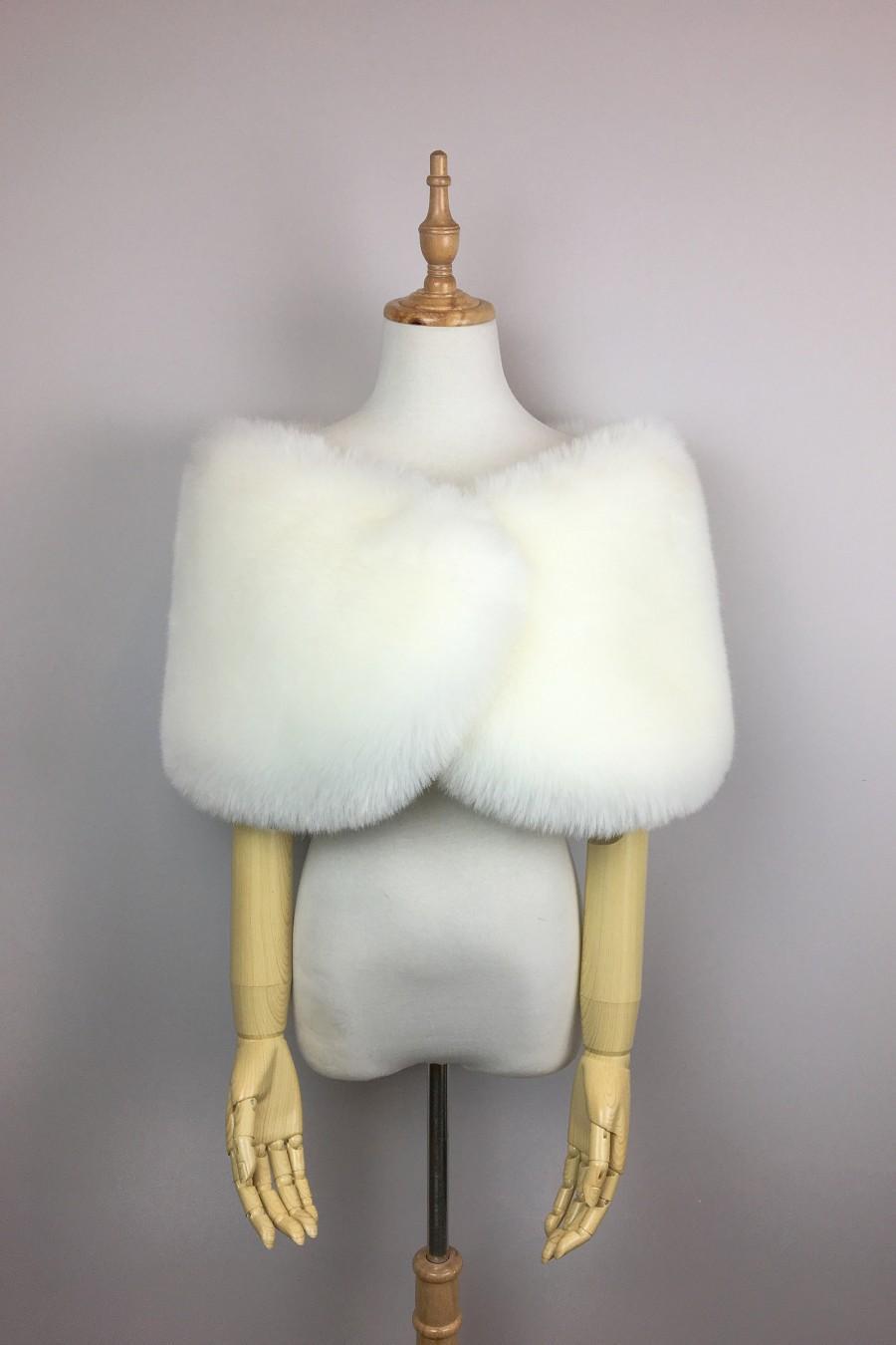 Mariage - Ivory White faux fur bridal wrap, Wedding Fur shrug, White Fur Wrap, Bridal Faux FurStoleFur Shawl Cape  (Serena Wht01)