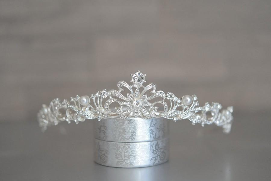 Hochzeit - Pearl Tiara • Bridal Tiara • Wedding Crown • Silver Crystal Tiara • Pearl Crown • Hair Jewelry • Bridal Headpiece • Pearl Diadem for Brides