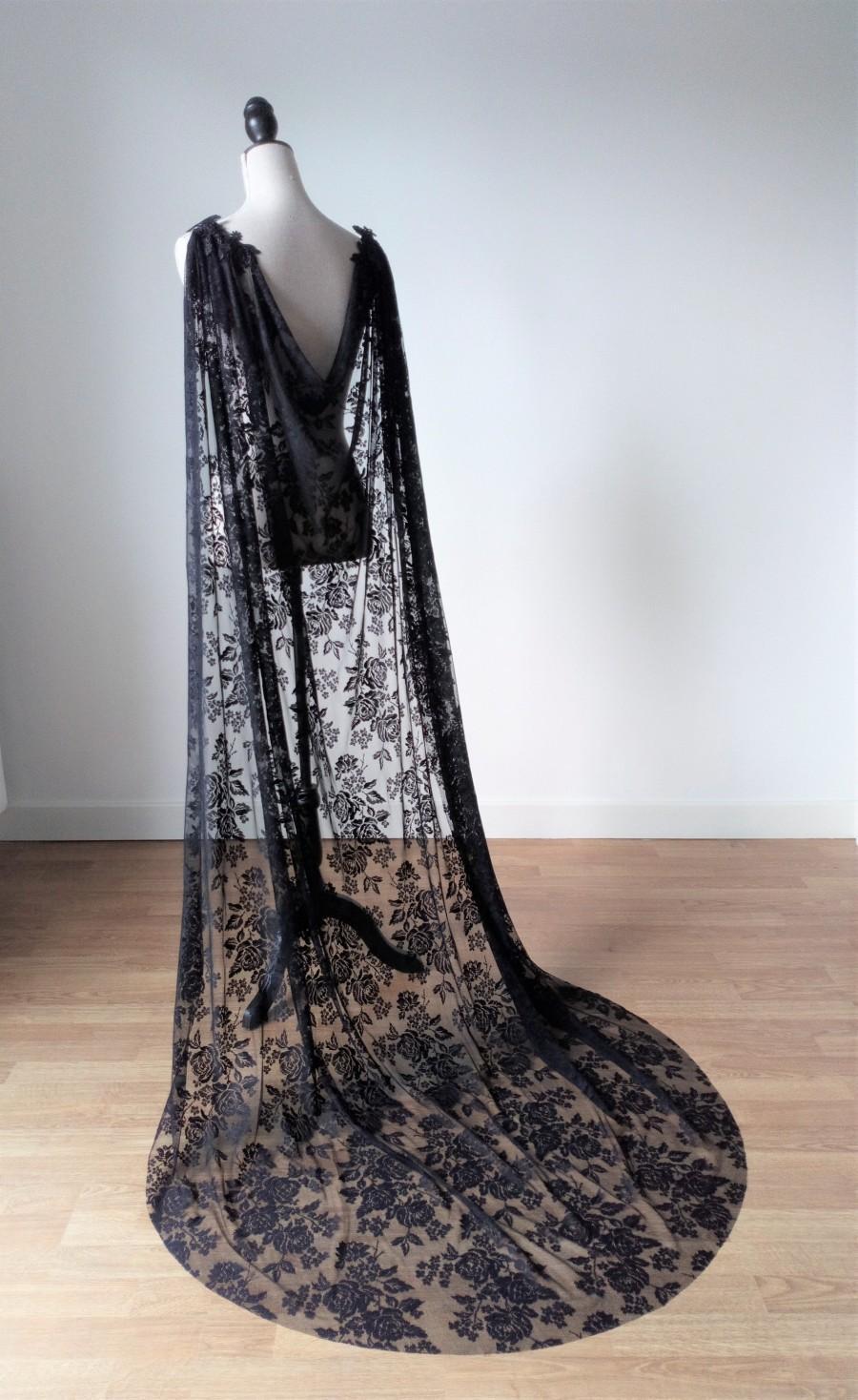 Mariage - Black Lace Gothic Cape, Black Lace Cloak, Black Wedding Cloak, Gothic Wedding Cape, Black Bridal Cape, Long Shoulder Train,Halloween Costume