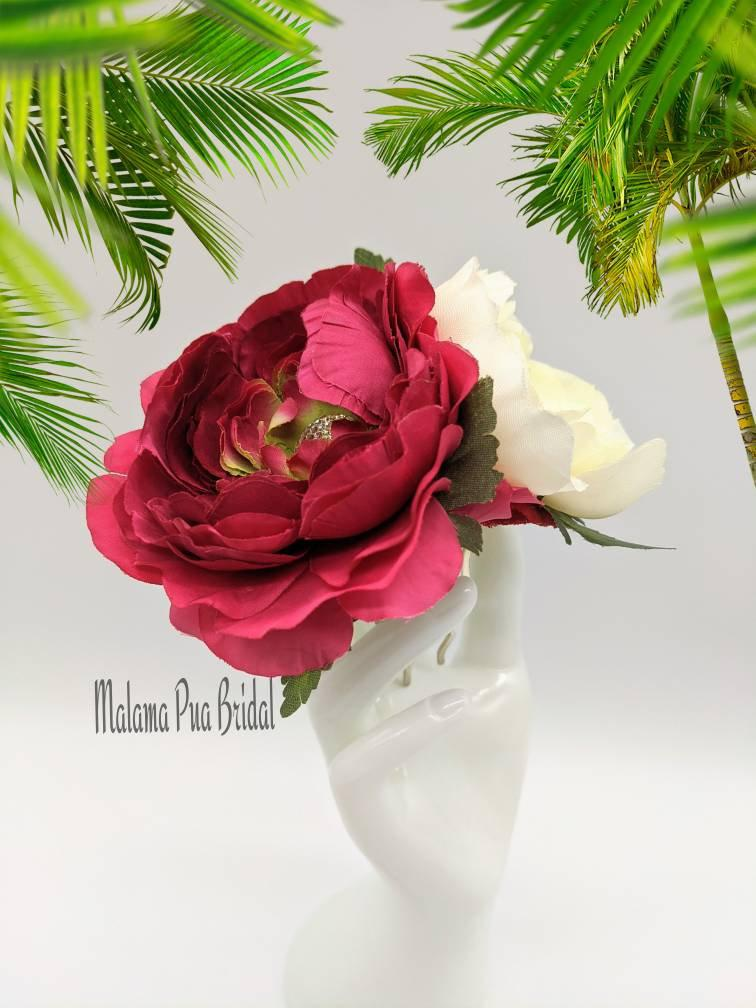 Wedding - Bridal Headpiece, Bridal hair comb, hair accessory, silk flower hair clip, Wedding headpiece, Fascinator, Hawaiian Flower, Custom Hair Clip