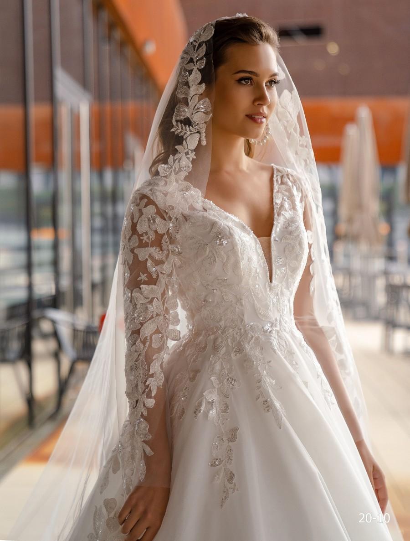 Wedding - Lace Wedding Veil Magda, ivory Mantilla veil, Cathedral veil , Lace Veil, Floor length veil, Chapel length veil, Cathedral veil
