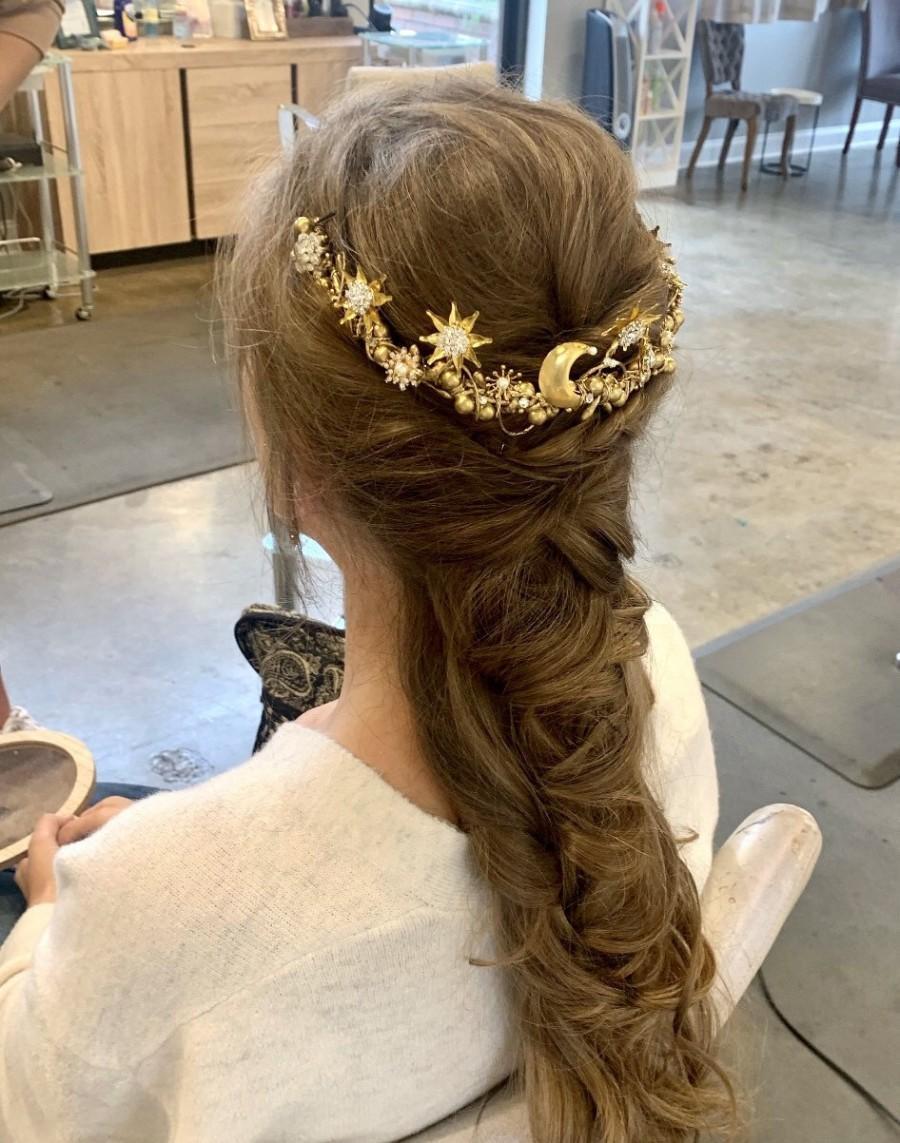 زفاف - Stars and moon half crown,celestial hair comb,mystical,gold stars,sparkling,half moon,ethereal,stars and crystals,moon and stars hair piece