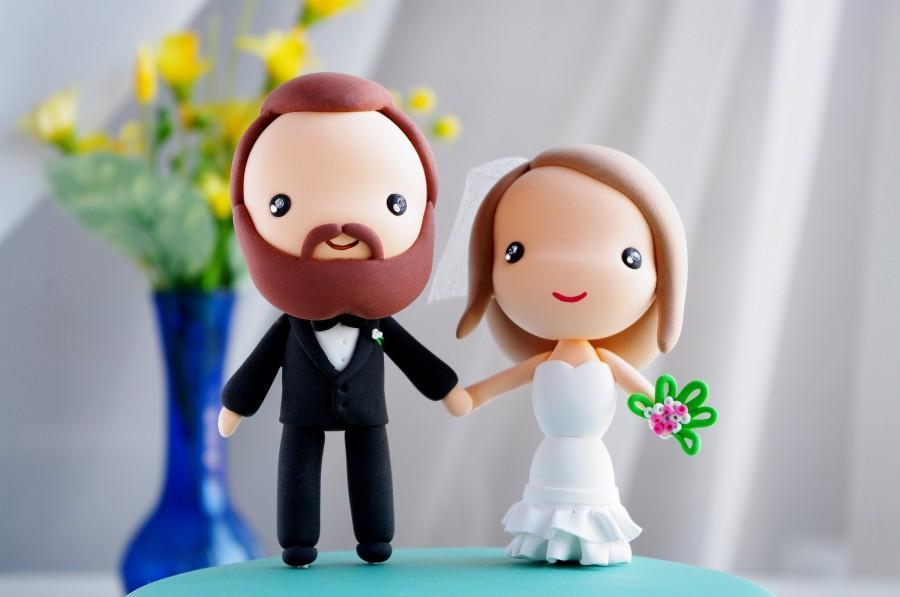 Hochzeit - Wedding Cake Topper / Bride and Groom / Kawaii Anime Chibi Couple Figurines / Wedding Decoration by Naboko Studio