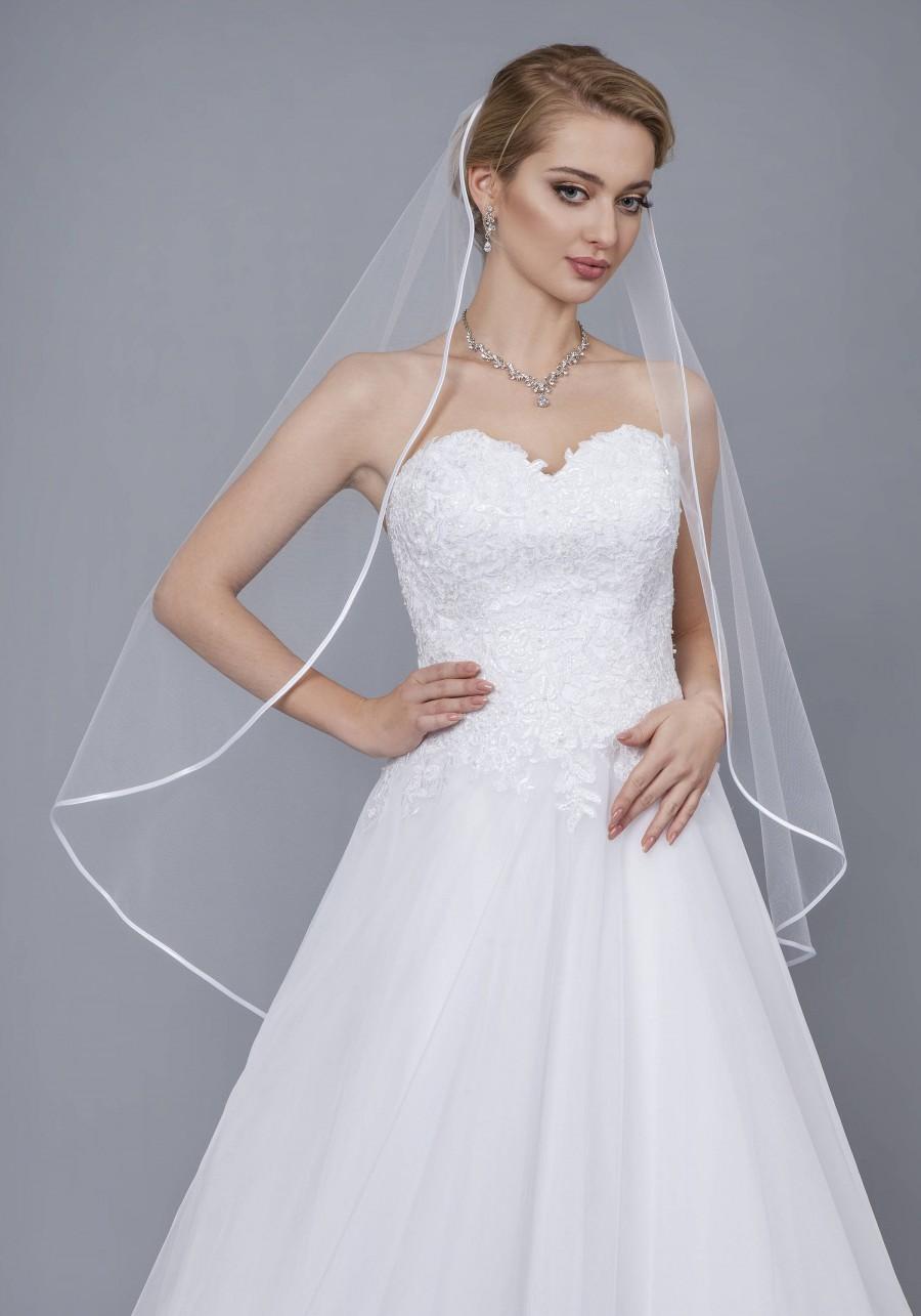 Свадьба - Soft Satin Ribbon Edge Veil Wedding Bridal Veil Ribbon Veil Elbow Fingertip Waltz Chapel Cathedral length veil bridal veil ivory white