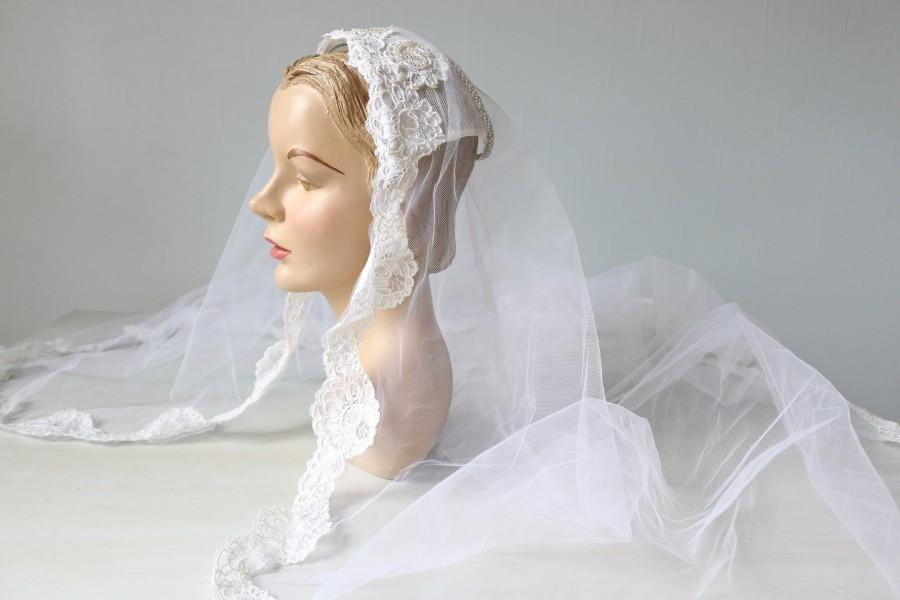 Hochzeit - Vintage Wedding Veil Headpiece Lace 1960s Elbow Length
