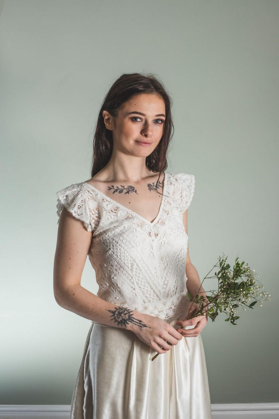 زفاف - v-neck lace bridal top, cotton lace button back top, v neck bridal top made in english cotton lace, bridal top, off white lace top uk