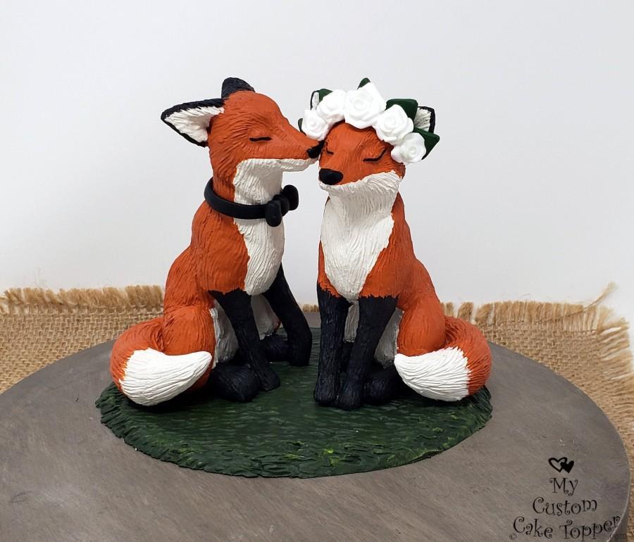 Wedding - Realistic Fox Wedding Cake Topper - Bride and Groom Animal - Kissing Cheek