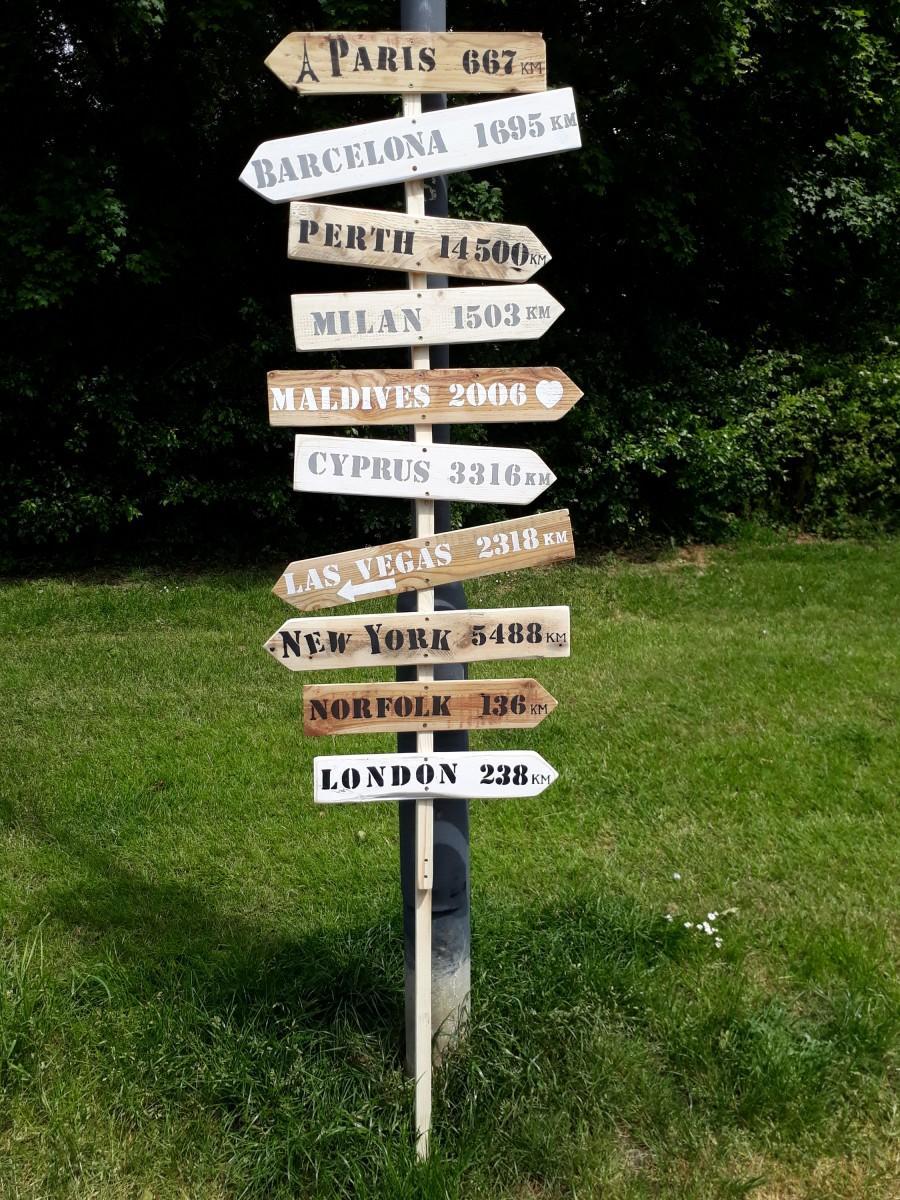 Mariage - Large Personalised rustic wood wedding way sign signpost wedding venue decoration