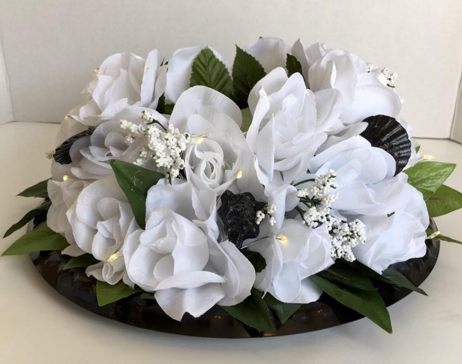 Свадьба - Small Black & White Beach Centerpiece for Ikea Lantern or Candle, Faux Roses, SeaShells, LED Mini Lites