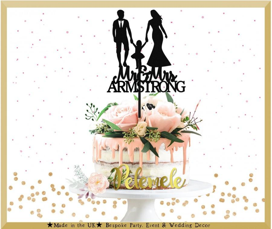 Свадьба - Custom Couple With Girl Cake Topper - Family Wedding Cake Topper, Couple Cake Topper, Mr and Mrs with Little Girl, Family Wedding Cake
