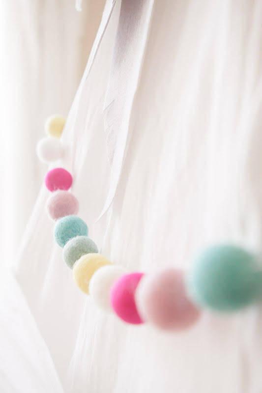 Hochzeit - Dippin Dots -Spring Felt Ball Garland -Wool Felt Poms -Felt Ball Garland - Felt pom pom garland - Banner, Bunting, Garland - Mantel Decor