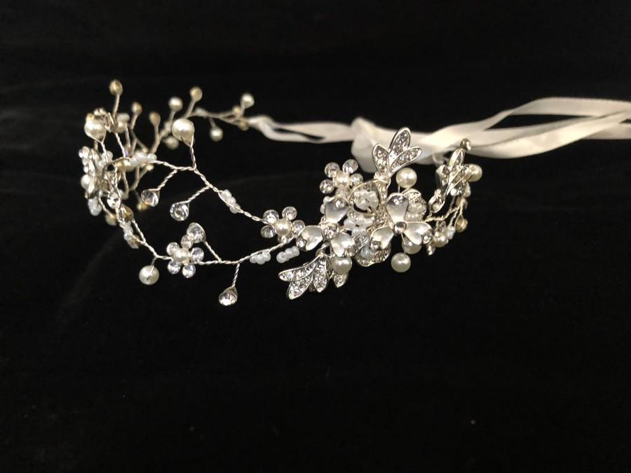 Hochzeit - Silver Flower Crown Wreath, Gold Flower Girl Crown, Communion Crown Wreath, Wedding Crown Wreath, Bridal Headband, Birthday Crown Halo