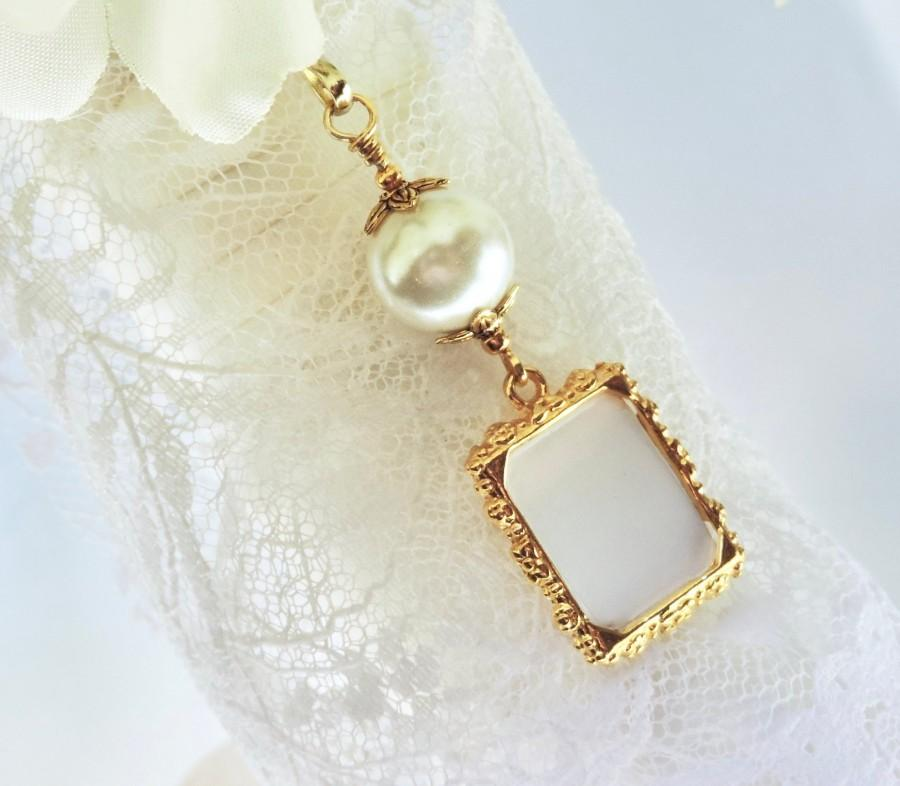 Hochzeit - Gold tones Wedding bouquet photo charm. Ivory pearl photo charm. Bridal shower gift. Memorial photo charm. Gift for a bride.